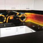 Ciekawy motyw panelu szklanego - fantastyka, futurystyka, motor, ścigacz