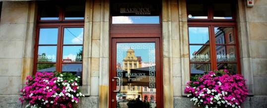 Montaż paneli szklanych w ekskluzywnej restauracji Akropol pl. Solny 18/19