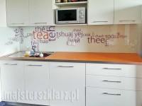 Grafika w kuchni: herbata, napisy na szkle