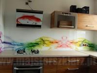 szklane ekrany na ścianie w kuchni