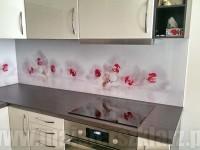 Piękne kwiaty w kuchni, szklane płyty na wymiar