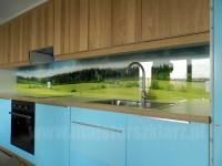 Wybierz kompleksową usługę pomiaru i montażu paneli szklanych w kuchni lub łazience