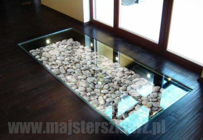 Kamienie za szkłem